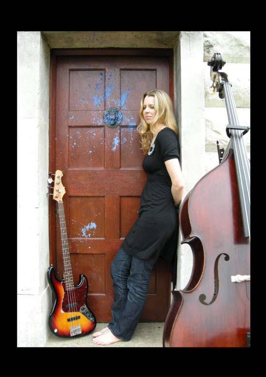 Lindsey Oliver image